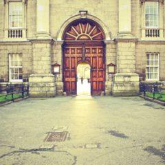 Egyetemi kurzusok ingyen, úgy, hogy ki sem mozdulsz otthonról?