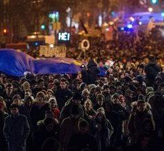 Több ezren tüntettek a minőségi oktatásért a Kossuth téren