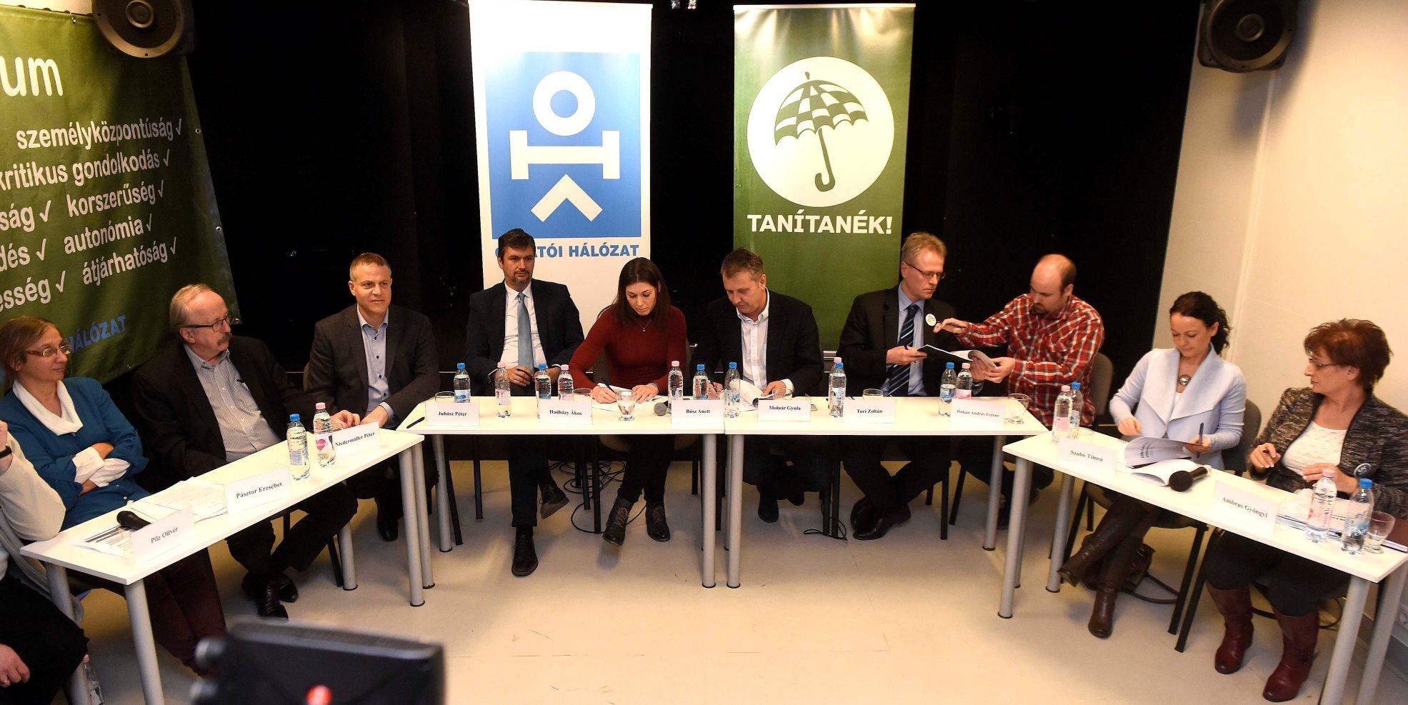 Oktatási minimumról szóló megállapodást írtak alá pedagógusok és ellenzéki pártok képviselői
