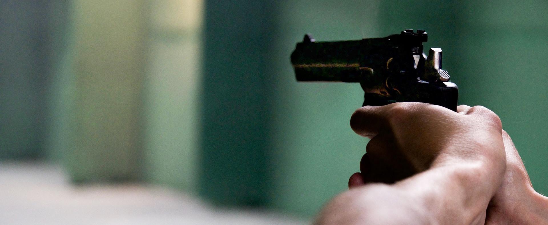 Fegyvert kapnának a tanárok