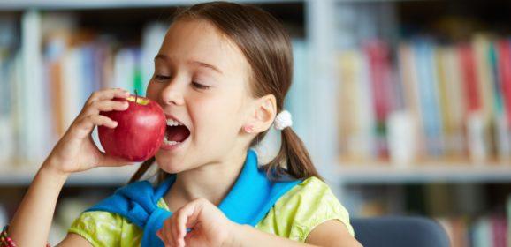 Kevesebb édességre, mogyorófélére és finompékáru van szükség a gyerekek étrendjében
