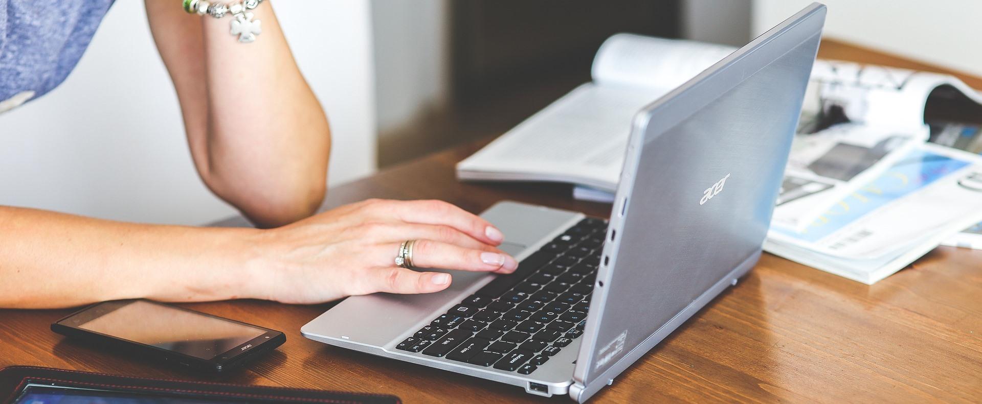 Országosan több mint 45 ezer laptopot adnak át a pedagógusoknak