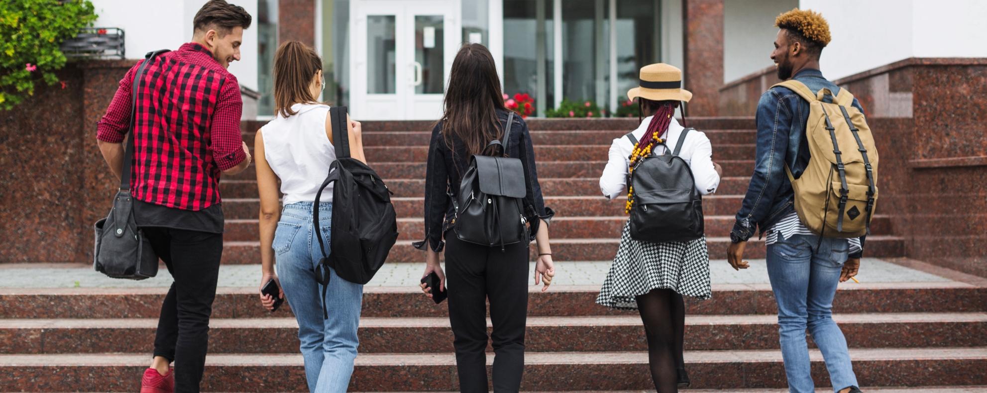 Átlátszó hátizsákok viselésére köteleznék a diákokat