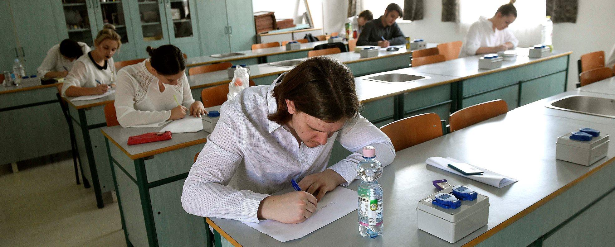 Érettségi - A nemzetiségi írásbelikkel megkezdődtek a vizsgák
