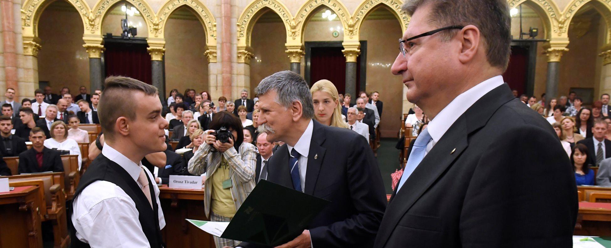 Átadták a Szakma Sztár Fesztivál versenyeinek díjait az Országházban
