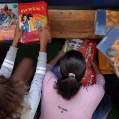 Az utolsó tankönyvcsomagok is megérkeznek kedden az iskolákba