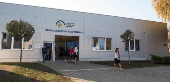 Átadták az ország első digitális közösségi alkotóműhelyét Nyíregyházán