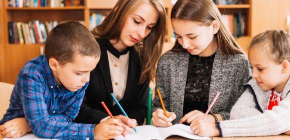 Két kreditet és ösztöndíjat kapnak a gyermekek tanulását segítő egyetemisták