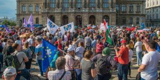 A Magyar Tudományos Akadémiát támogató demonstrációt tartottak vasárnap Budapesten