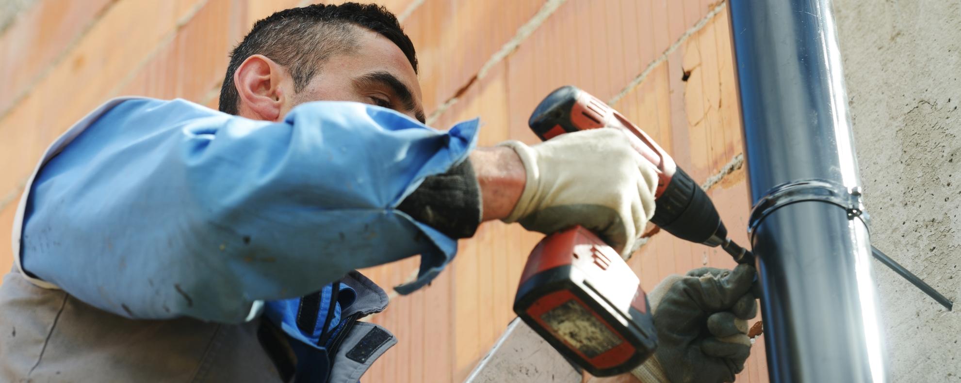 A bádogos szakmunkások megtartásához nettó 600 ezer forintos havi bérre van szükség
