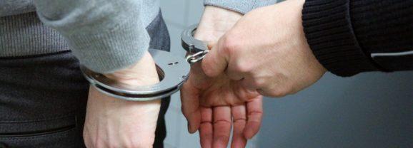 Letartóztatták a tanárára késsel támadó diákot