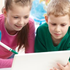 Szigorúan korlátoznák az olasz gyerekek okostelefon-használatát