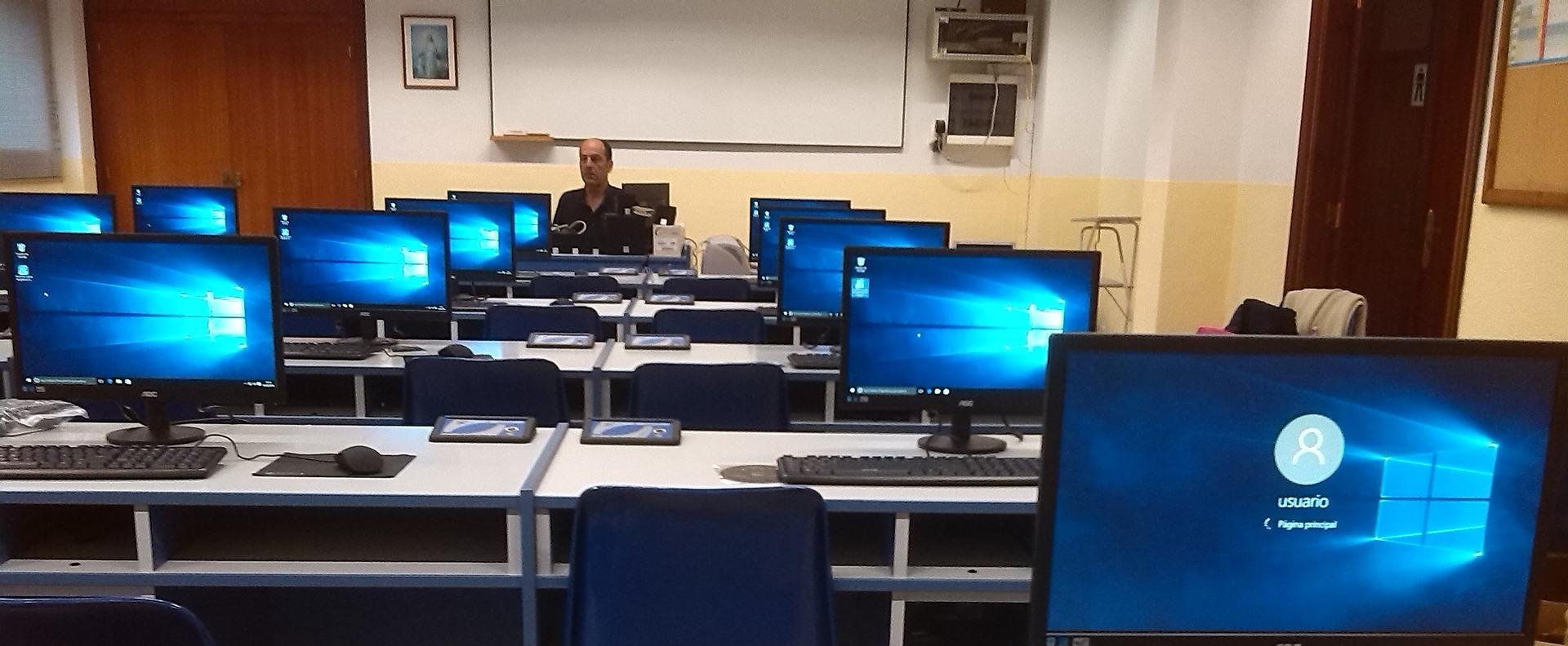 NetAcademia: ingyenessé válik mintegy 300 online informatikai tanfolyam tanároknak