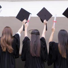 Postai úton is átvehetőek lesznek a diplomák