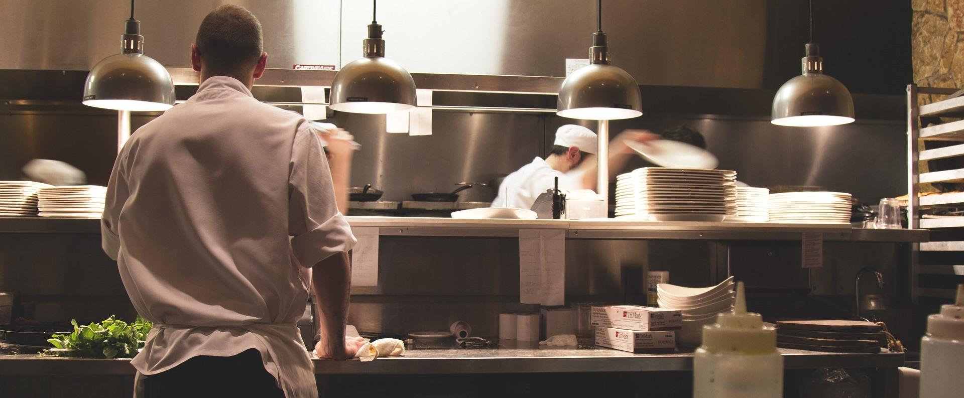 Balatoni vállalkozók: irreálisak a bérigények, kevés a munkaerő