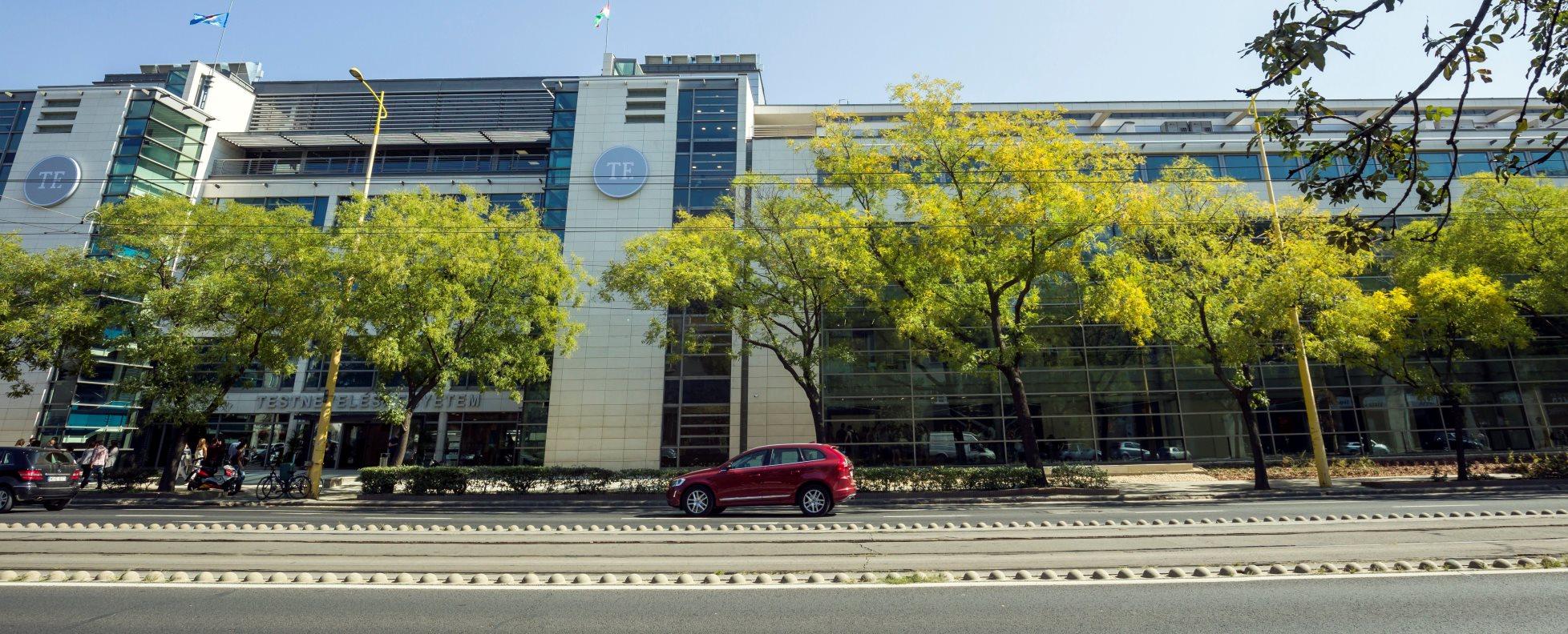 Átadták a Testnevelési Egyetem új központi épületét