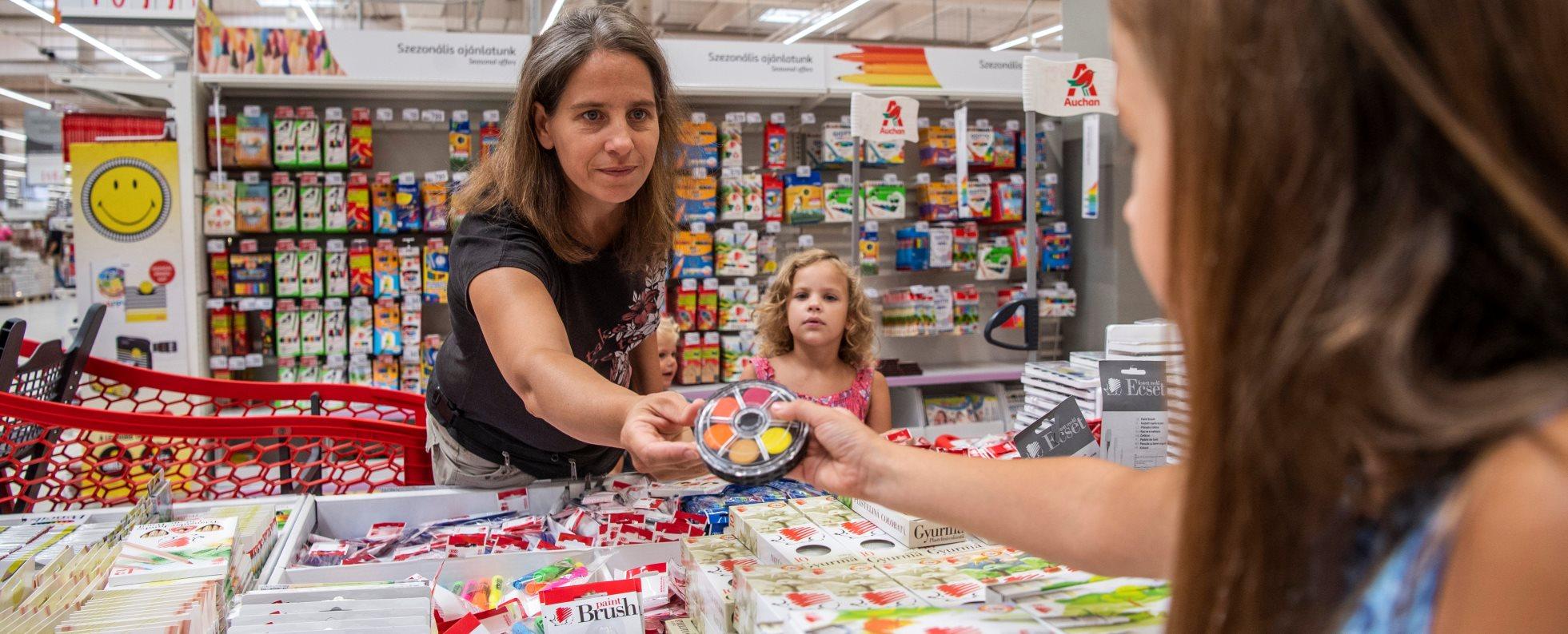 A Vásárolj eggyel több iskolaszert! című akció sajtótájékoztatója