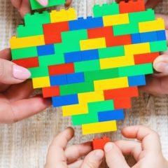 Látássérült gyerekeknek fejleszt Braille-építőkockákat a Lego