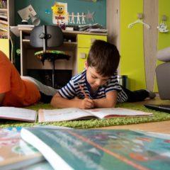 Számos cég ajánl segítséget a távoktatáshoz tanároknak, szülőknek