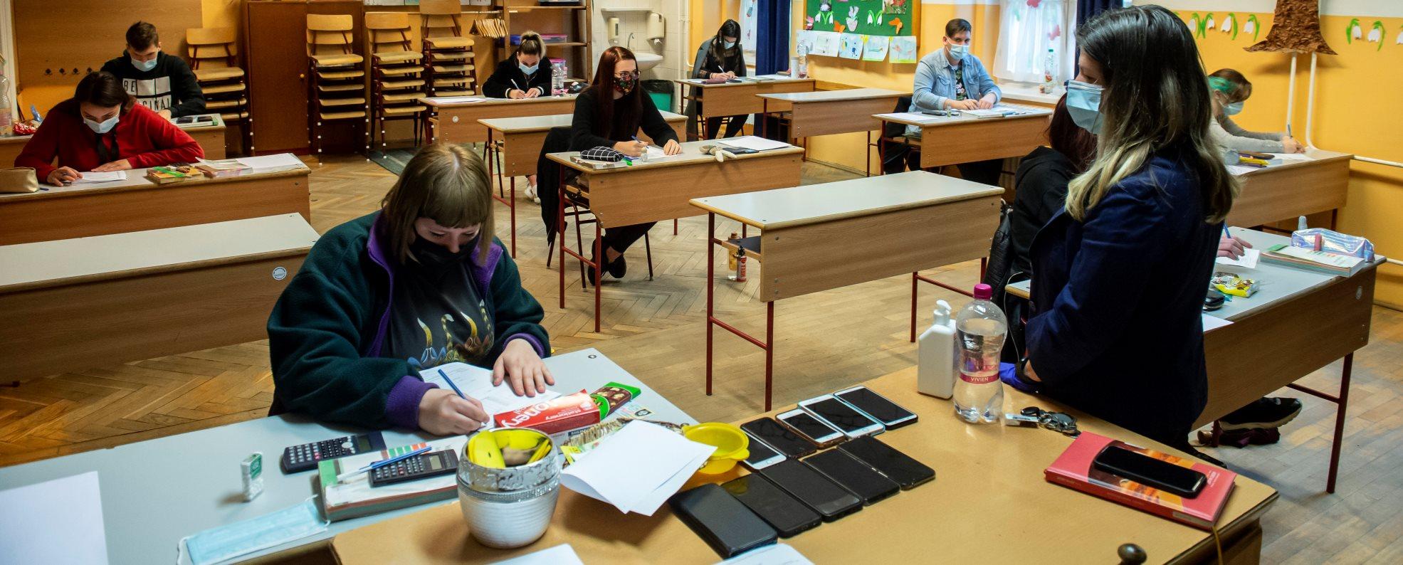 Érettségi - A matematika írásbelikkel folytatódtak a vizsgák