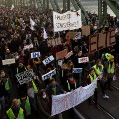 A felsőoktatás autonómiájáért tüntettek Budapesten