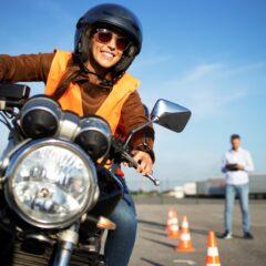 A motorosok biztonsága érdekében megújították a képzési és vizsgakövetelményeket
